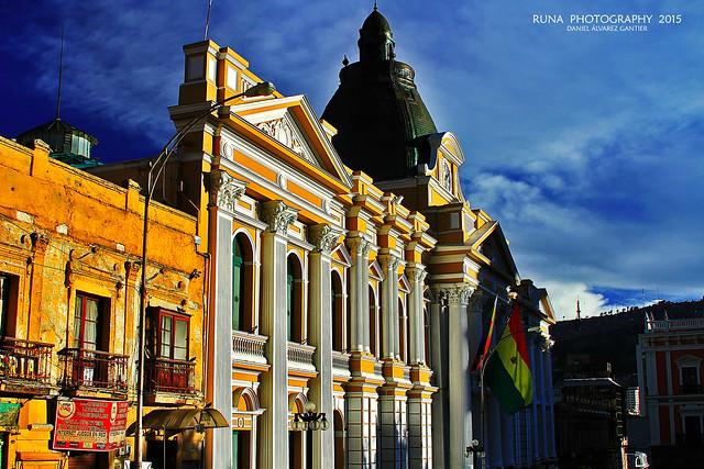 Frontis del edificio de la Asamblea Nacional