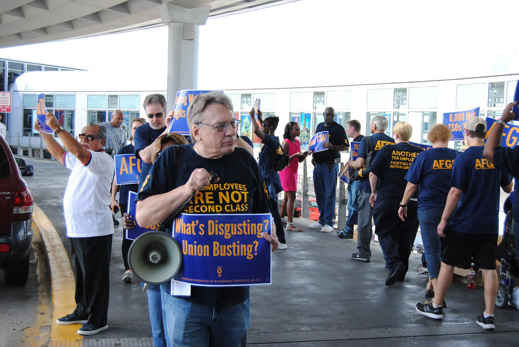 TSA Officers Rally at Chicago O'Hare International Airport