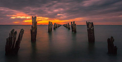 cliftonsprings bellarinepeninsula geelong thedell sunset ocean pier ruins sea beach wood posts water sky clouds twilight capturingthecoast