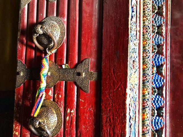 Puerta en templo tibetano