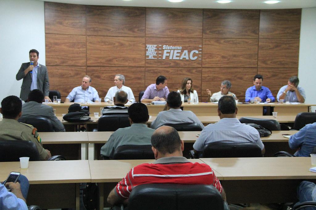 Senador Gladson Cameli em audiência com prefeitos acreanos