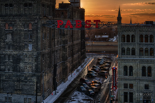 sunset wisconsin architecture brewing landscape golden nikon neon cityscape company milwaukee pabst markadsit