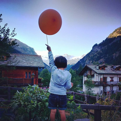 #up to the #sky  #baloon #gressoney #margherita #monterosa #orange #photooftheday #instadaily #instagood #summer | by Mario De Carli