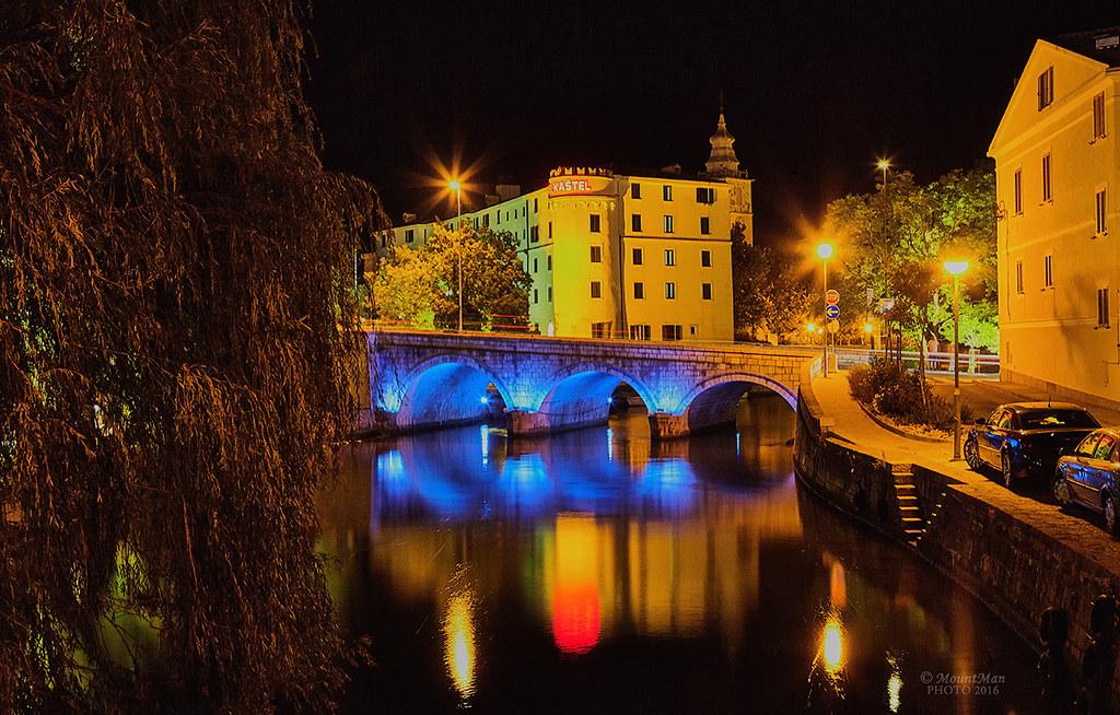Crikvenica by night: žalosna vrba i kameni most na Dubračini