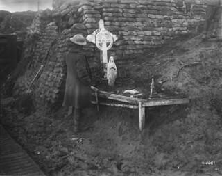 A Canadian at the graveside of a comrade killed during the 1915 Second Battle of Ypres, November 1917 / Un Canadien près de la tombe d'un camarade tué au cours de la deuxième bataille d'Ypres (1915), en novembre 1917 | by BiblioArchives / LibraryArchives