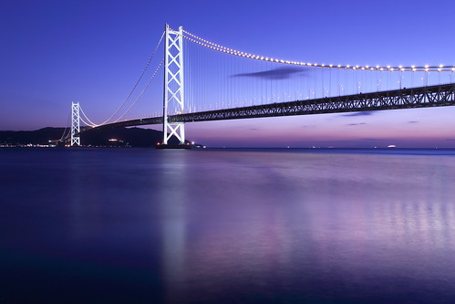 japan kobe maiko bridge sea light awajiisland theakashikaikyōbridge thehonshushikokuhighway suspensionbridge pearlbridge 明石海峡大橋 舞子公園 神戸 瀬戸内海 兵庫県 日本 吊り橋 パールブリッジ 本州四国連絡橋 淡路島 hyogoprefecturalmaikopark sunset sky construction architecture building landscape twilight dusk tower water
