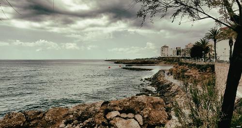 costa mar cielo nubes arbol paseo personas sonya77 lametllademar rocas olas