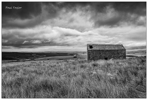 monochrome barn forestofbowland merrybenthll spring april eos5ds canon1635f28lii