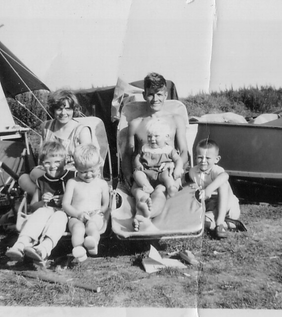 1963 - 19 - Camber Sands w Mum and Dad and family