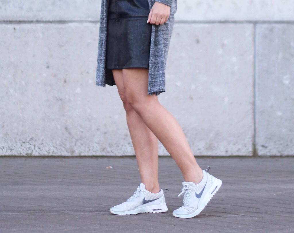 white nike air max thea outfit