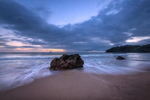 newzealand seascape clouds sunrise rocks waves nz coromandel eastcoast hahei hotwaterbeach leefilters nikond800 lee09nd lee06gndsoft nikkor160350mmf40 solmetageotaggerpro2