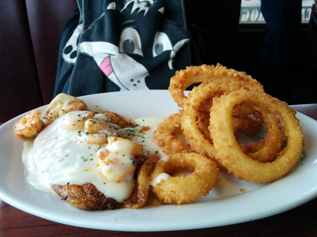 New Orleans Seafood With Onion Rings Ruby Tuesday 928 Bear Flickr