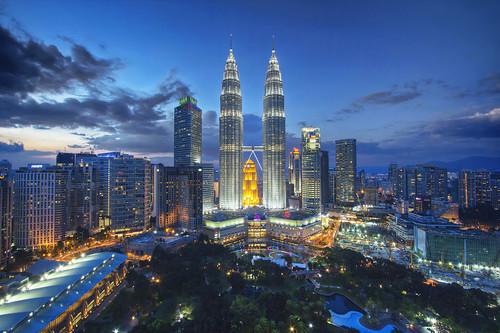 city sunset canon view malaysia bluehour kl hdr skybar tradershotel 60d kualalumpurpetronastowers petronastowersbycounteragent