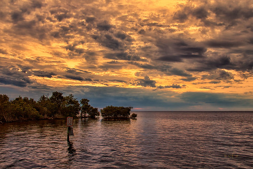 christmas sunset beautiful clouds canon landscape evening scenery sundown florida horizon puntagorda fl peaceriver waterscape charlottecounty 60d canoneos60d poncedeleonhistoricalpark december2014 stevefrazierphotography chartlotteharbor
