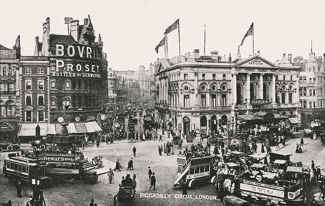 Piccadilly Circus: 1910