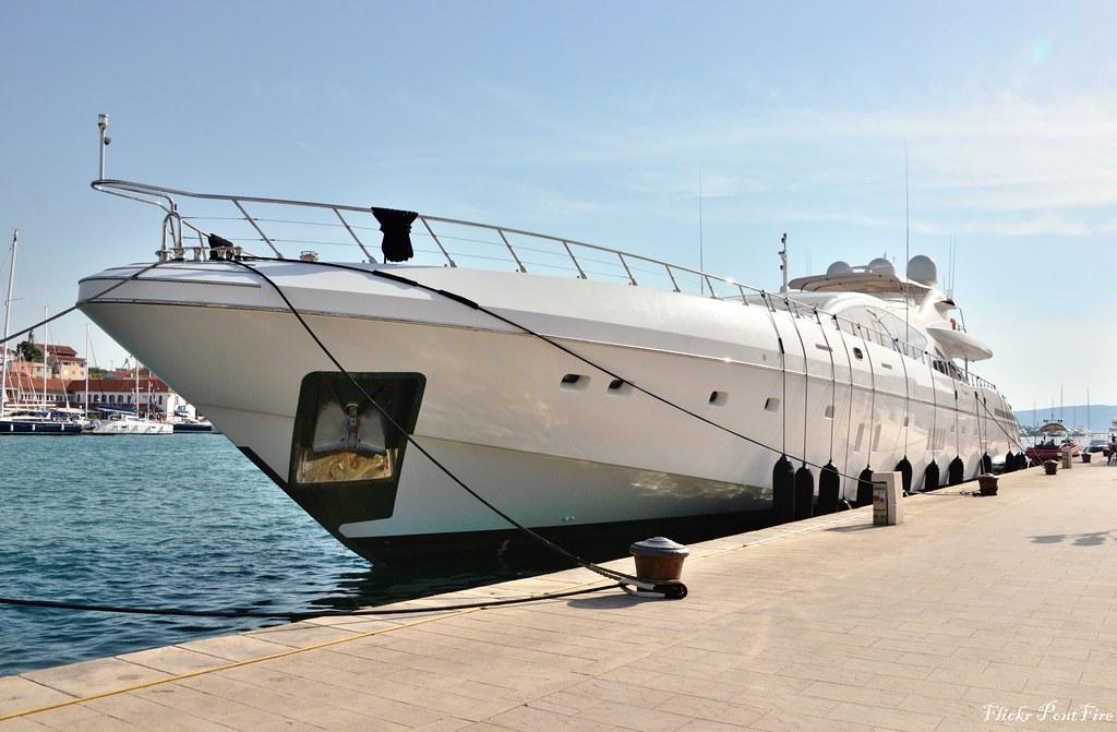 Serenity Mangusta 165 Www Burgessyachts Com Fr Sale Purcha Flickr
