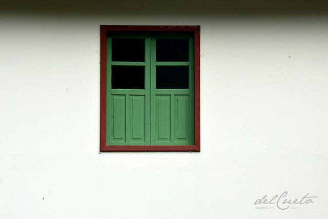 3Transver 180408 002 Carnielli janela verde parede branca sombra