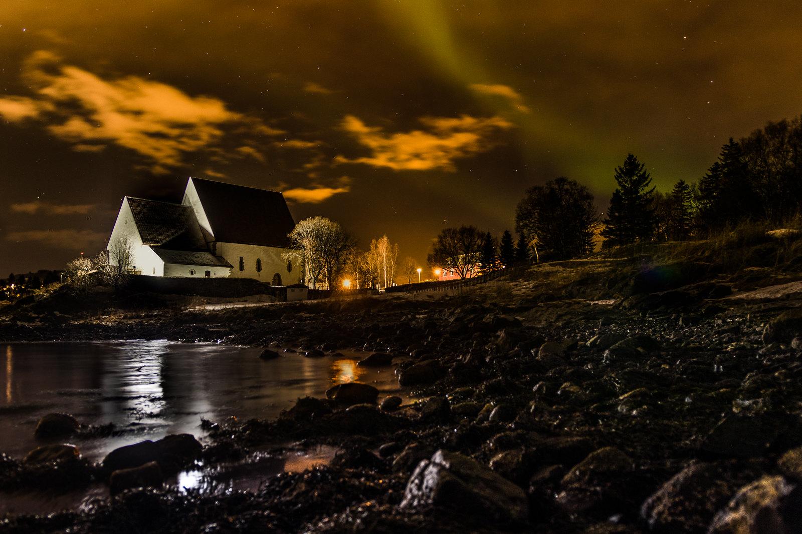 Trondenes kirke og nordlys