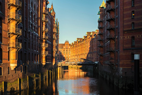 sonnenaufgang sunrise speicherstadt hamburgerhafen wandrahmsfleetbrücke brücke bridge wandrahmsfleet lagerkomplex backsteingotik storehouses harbor nineteenthcenturyarchitecture warehouses gebäude warehousedistrict hafencity deutschland hamburg metropolitanregion red brick buildings brickbuildings architecture architektur color xt2 rainer❏