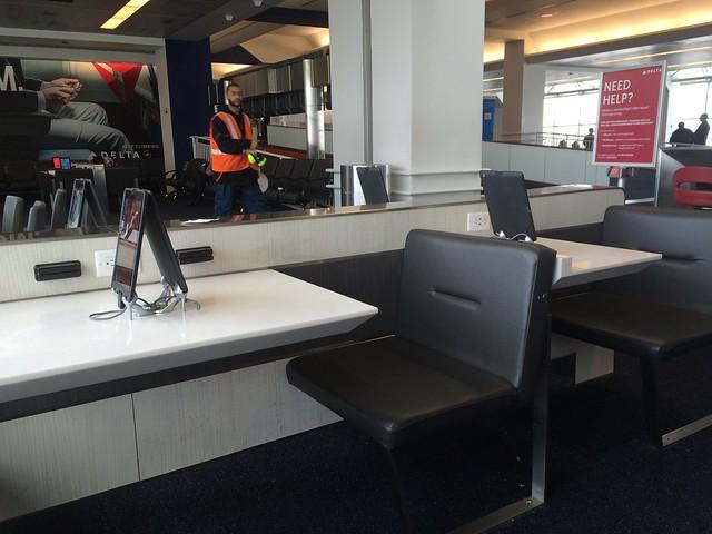 水, 2015-03-11 13:56 - DELTA terminal at La Guradia Airport