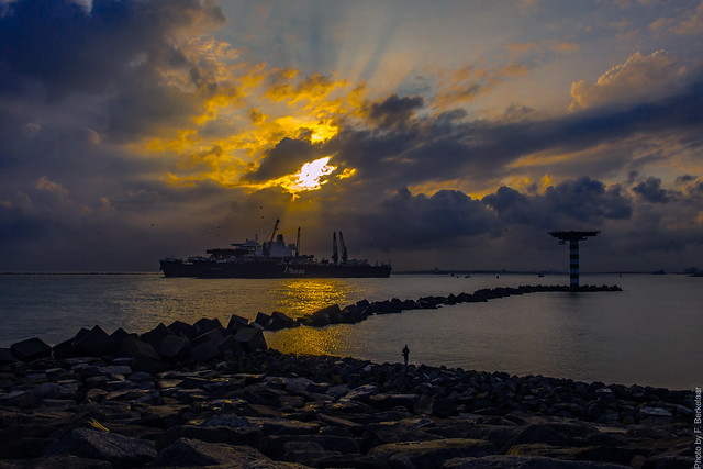 Pioneering Spirit - Biggest ship of the world - Port of Rotterdam