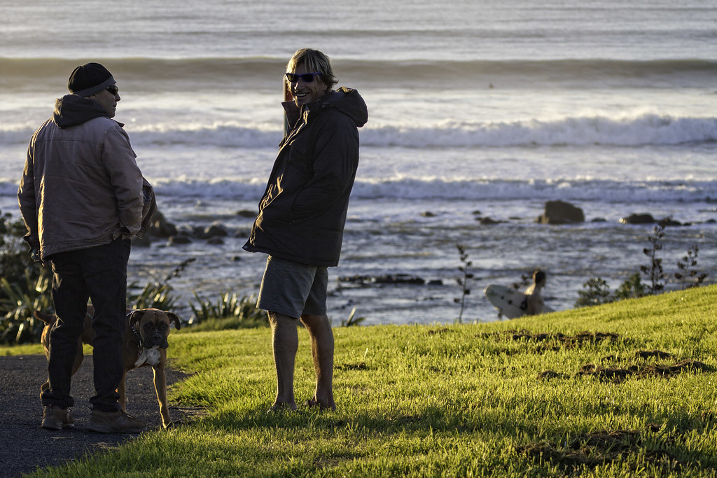 checking the surf conditions | Local surfers watch and discu