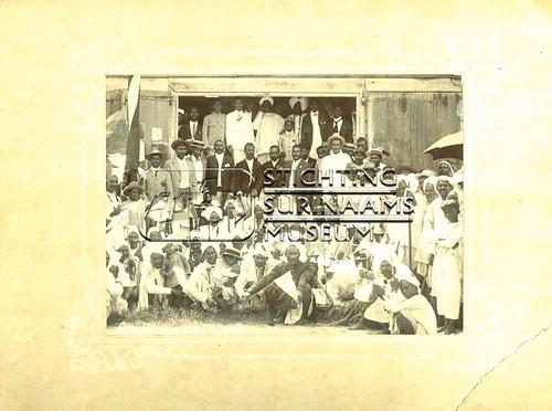 Groepsportret Hindostanen | by Stichting Surinaams Museum