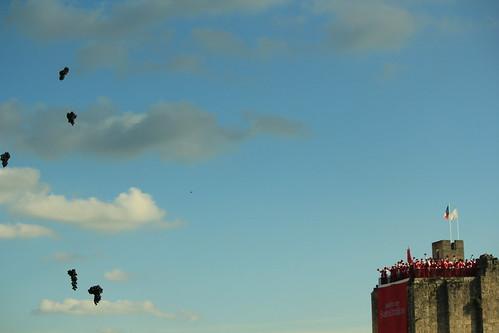 圖02.Saint-Emilion酒節最高潮是施放象徵來年大豐收的葡萄型氣球