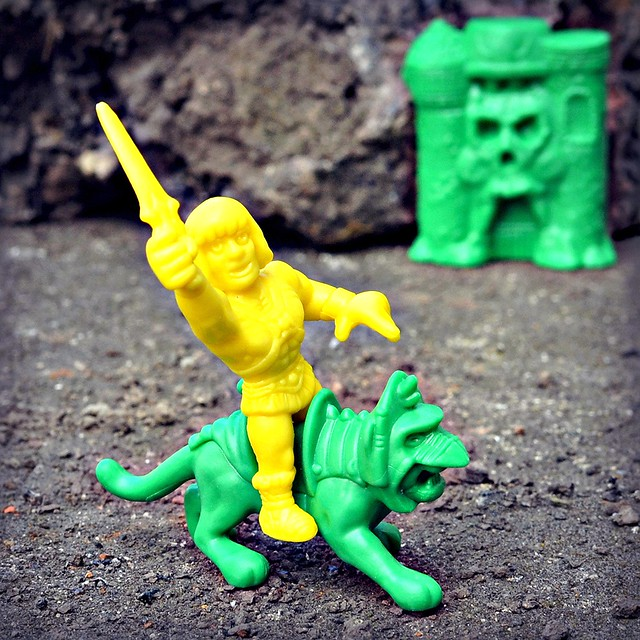 MOTUSCLE: He-Man, Battle Cat & Grayskull