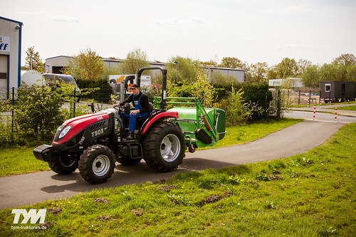 TYM Traktor T503 HST