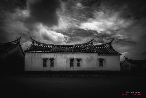 Traditional Chinese House Black & White | by listermaraon