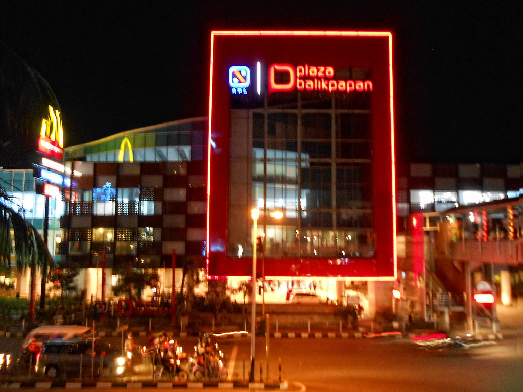 Plaza Balikpapan I M Not Always Go Out In The Night At Th Flickr