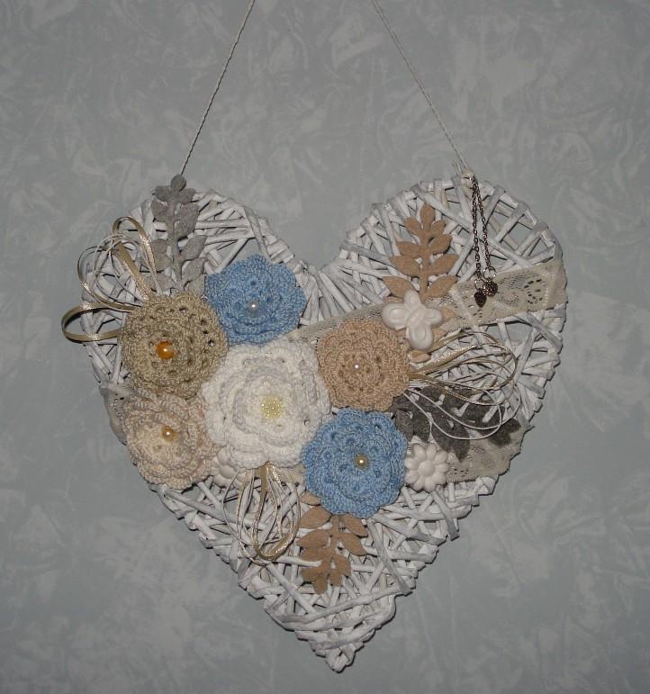 Fiori Alluncinetto.Cuore Di Cannucce Di Carta Decorato Con Fiori All Uncinett Flickr