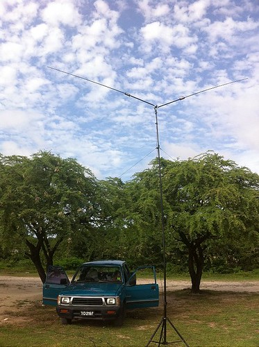 J69DS pickup and Buddipole on Pigeon Point Beach | by J69DS Frans