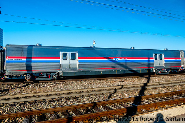 Amtrak train 97 Viewliner II bag 61032 closeup WIL 2015-03-12