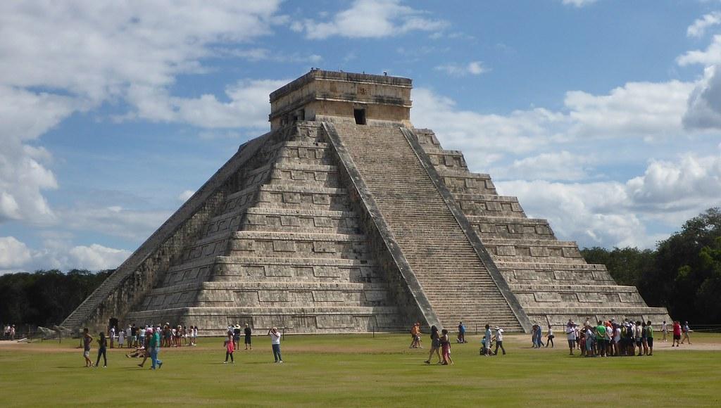 El Castillo Pyramid - Chichen Itza - Mexico | El Castillo