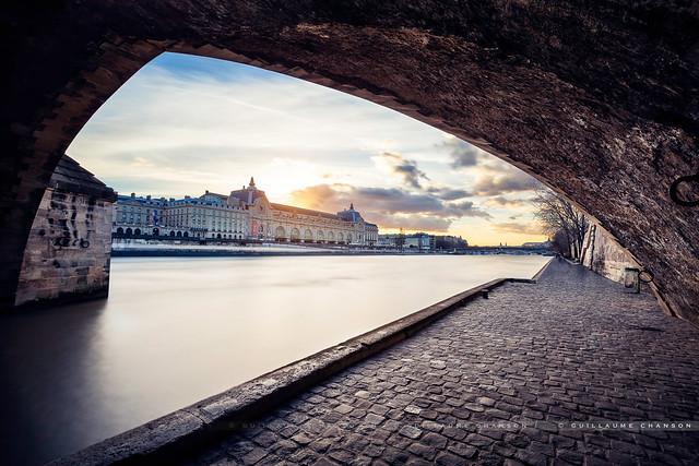 Sous le pont Royal
