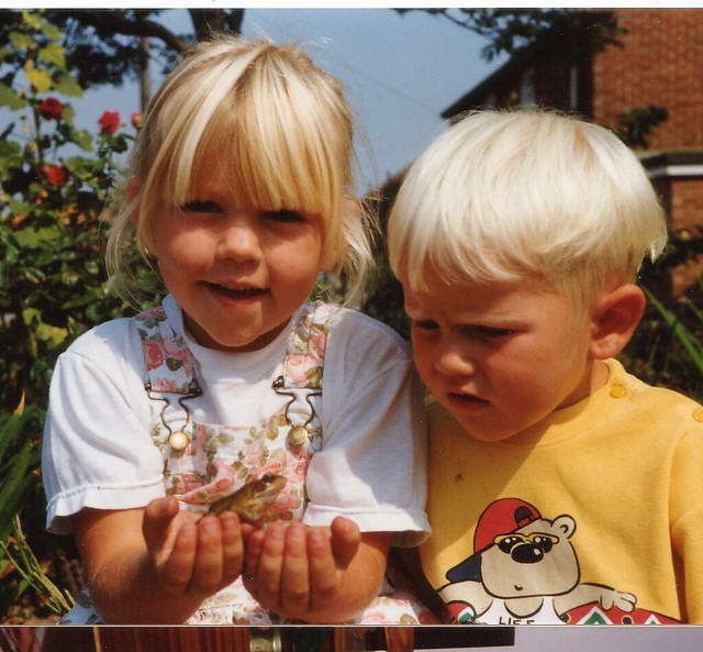 1996 - 01 - Charnelle and Linford look at frog
