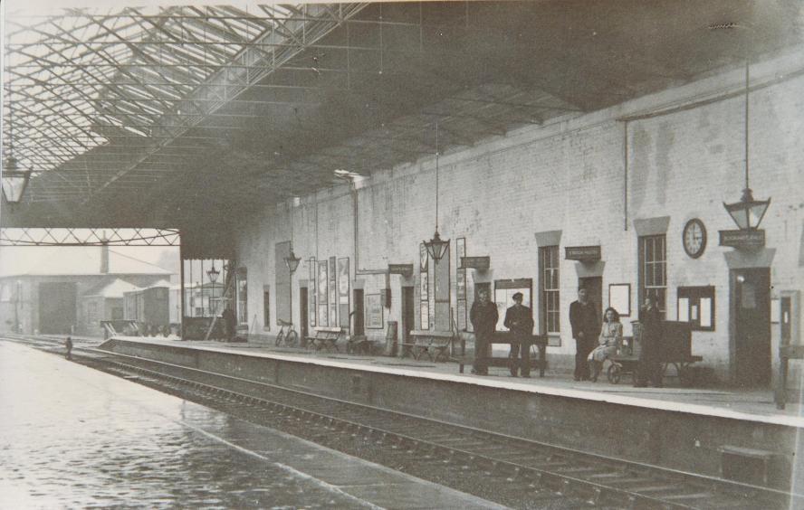 Platform at Market Weighton Railway Station 1940 (archive ref DDX1525-1-14)