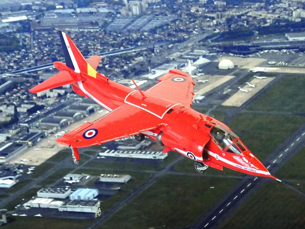 Red Arrrows BAE Systems Hawk T1 3 Aircraft Display Royal Air Force RAF Pin Badge