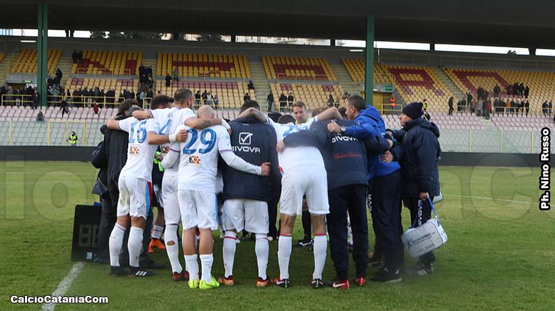 Catanzaro, 31 Marzo 2018: abbraccio rossazzurro dopo la vittoria per 4 a 0