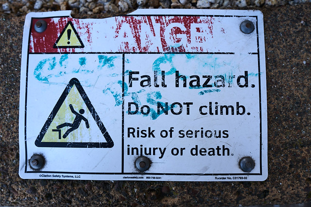 Fall hazard. Do NOT climb. Risk of serious injury