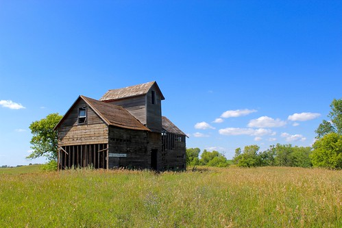 northdakota farm barn house abandoned