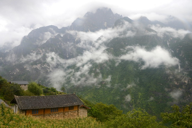 view from near Tea Horse Guest House, Yacha village, Tiger Leaping Gorge (虎跳峡), Yunnan Province (云南省), China (中国)