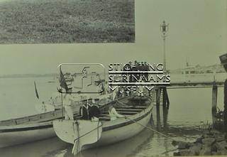 Marinetrap met sloepen | by Stichting Surinaams Museum