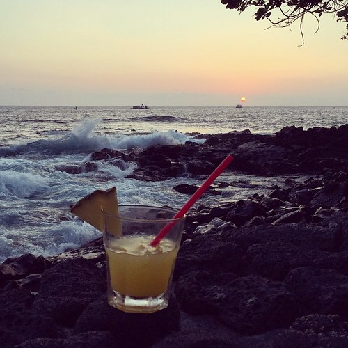 #kvphawaii On the rocks. Vodka with pineapple and orange juice at @RoyalKonaResort. NOM