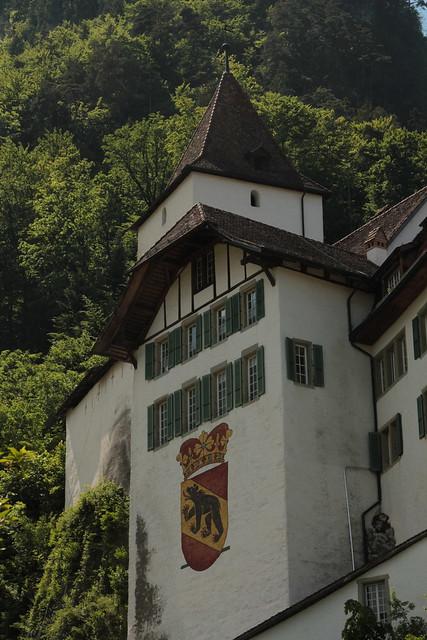 Schloss Wimmis ( Château - Castle - Burg - Erbaut um 1100 ) ob dem Dorf Wimmis im Simmental im Berner Oberland im Kanton Bern der Schweiz