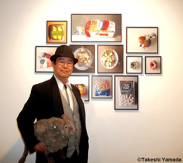 Dr. Takeshi Yamada and Seara (sea rabbit) visited the Chelsea Art Walk 2014 in Manhattan, NY on July 24, 2014.  20140724 100_3314===C