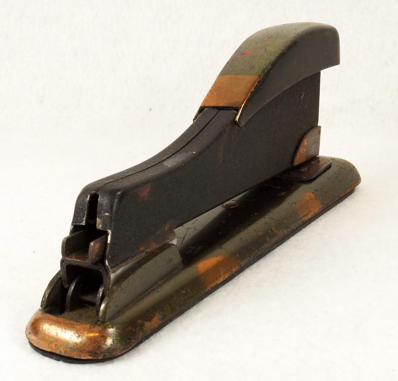 RD11756 Vintage Art Deco Stapler The Hotchkiss Sales Co. Norwalk, CT Model 120 DSC02421