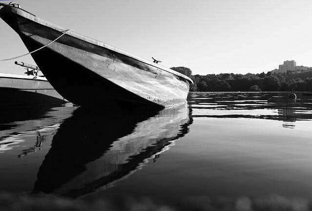Boat in bw